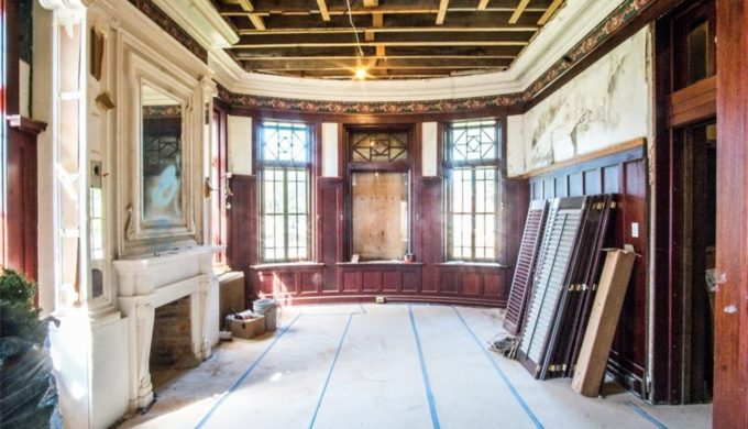 Chip and Joanna Gaines Buy Historic Cottonland Castle: See the Interior